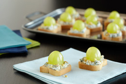 Blue cheese and green grape appetizer